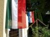 Horvát és magyar zászló leng a turistaházon