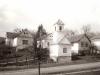 Fő u. 24, 26, 28, és a kápolna a 80-as években