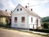 Fő u. 43. A Hárfalvi család háza. Felújított szülői ház.